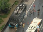 Ônibus pega fogo e causa congestionamento na Via Dutra, RJ