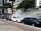 Pane elétrica faz motor de carro pegar fogo na orla da Zona Sul do Recife