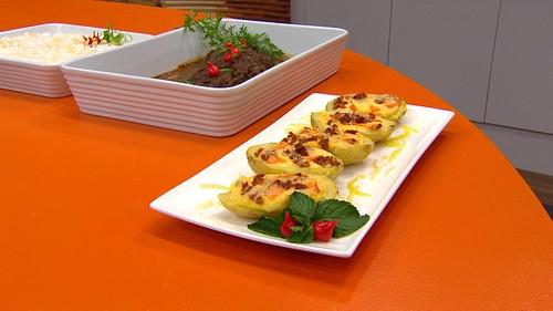 Filé-mignon ao molho de mostarda e batatas com bacon e cheddar