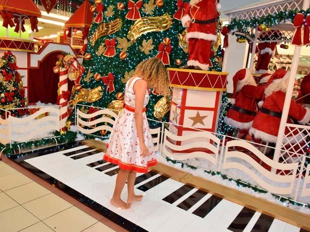 Piano gigante interativo onde os visitantes poderão tocar uma canção com pisadas no shopping Center Lapa, em Salvador (Foto: Divulgação)