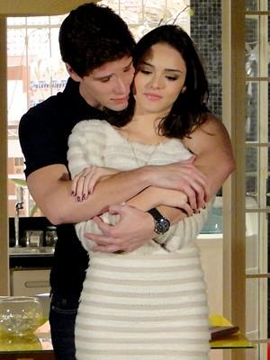 O casal é só amor (Foto: Cheias de Charme / TV Globo)