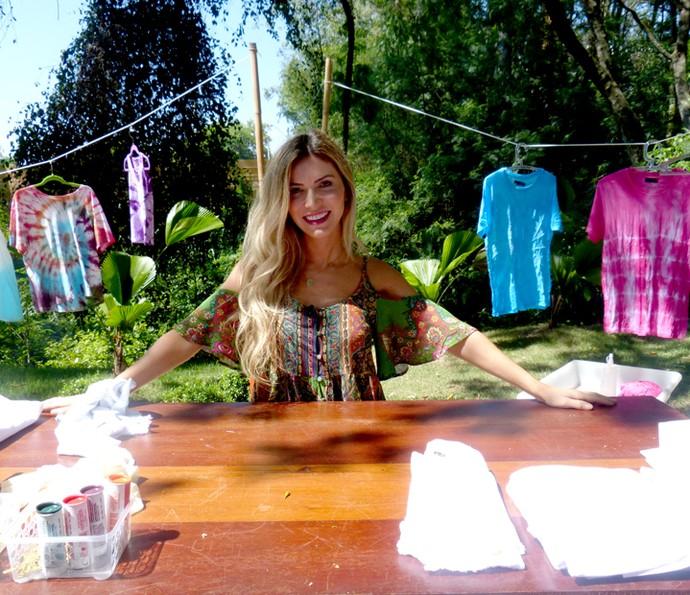 Jessica Belcost ensina a customizar roupas (Foto: Leonardo Viso/Gshow)