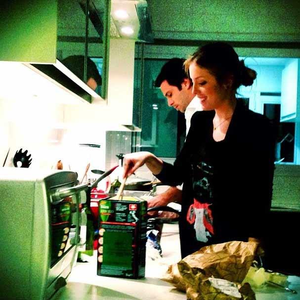 Fabi Justus vai para a cozinha preparar o jantar  (Foto: Reprodução/Instagram)