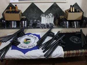 Armamento não letal da Guarda Municipal (Foto: Leonardo Vellozzo/Ascom Nova Friburgo)