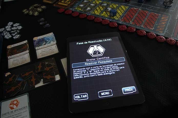 Aplicativo guia as fases de XCOM (Foto: Felipe Vinha)