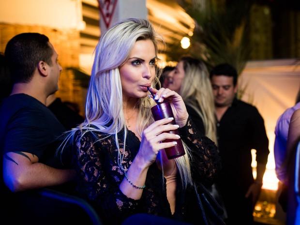 Veridiana Freitas em festa no Rio (Foto: Diego Batista/ Divulgação)