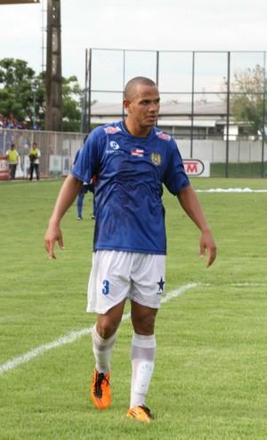 Zagueiro Cristovam marcou o gol e da calssifciação (Foto: Frank Cunha)