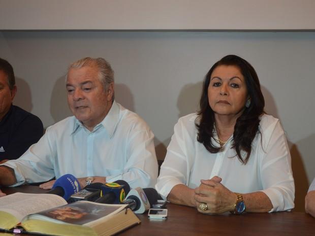 Neudo Campos (à direita) diz que será uma sombra de Suely Campos (à esquerda); Ele é considerado 'ficha suja' pelo Tribunal Regional Eleitoral de Roraima (Foto: Emily Costa/ G1)