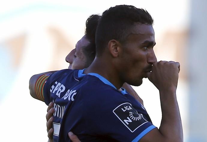 Danilo comemora gol do Porto contra o Rio Ave (Foto: Reuters)