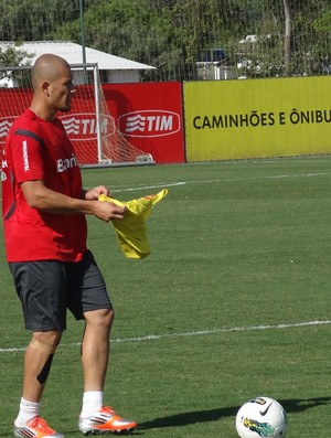 Nei lateral-direito Inter (Foto: Tomás Hammes / GLOBOESPORTE.COM)