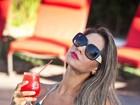 Mayra Cardi exibe marquinha em fotos e dá fórmula para bronzeado em dia