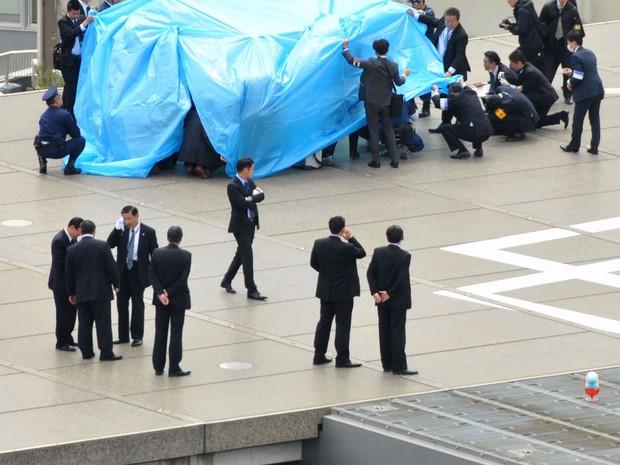 Drone radioativo pousa na cobertura do primeiro-ministro japonês. (Foto: Reuters/Kyodo News)