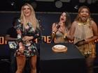 Ex-BBB Aline usa vestido curto em festa no Recife