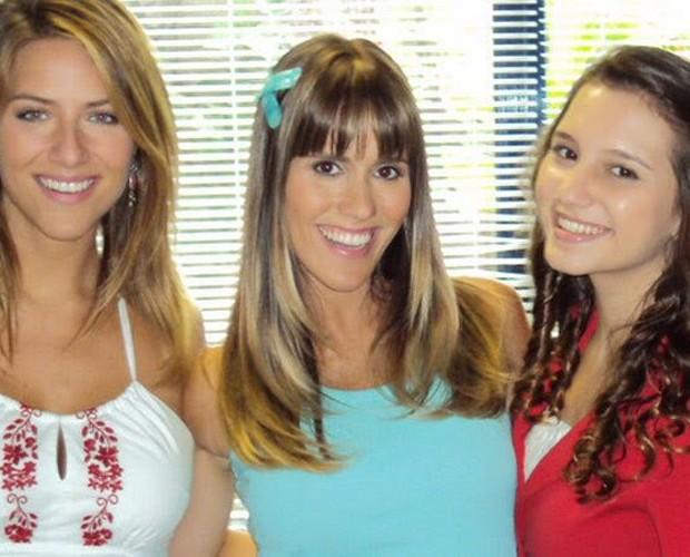 Gio Ewbank e Fernanda Pontes completavam o trio de apresentadoras (Foto: TV Globo)