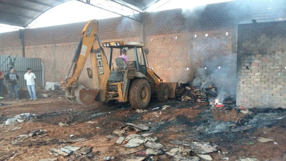 Defesa Civil removeu material que sobrou e interditou o local (Foto: Corpo de Bombeiros/Divulgação)