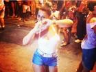 Viviane Araújo deixa as pernas à mostra em ensaio do Salgueiro