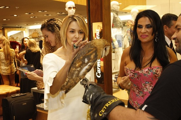 Bianca Rinaldi e Solange Gomes em lançamento de coleção de loja (Foto: Marcos Ferreira / Foto Rio News)