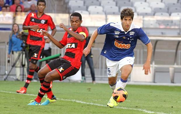 Elias jogo Flamengo contra o Cruzeiro (Foto: Paulo Fonseca / Ag. Estado)