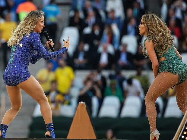 Claudia Leitte, que bateu um boão, e J-Lo (Foto: AG.News)