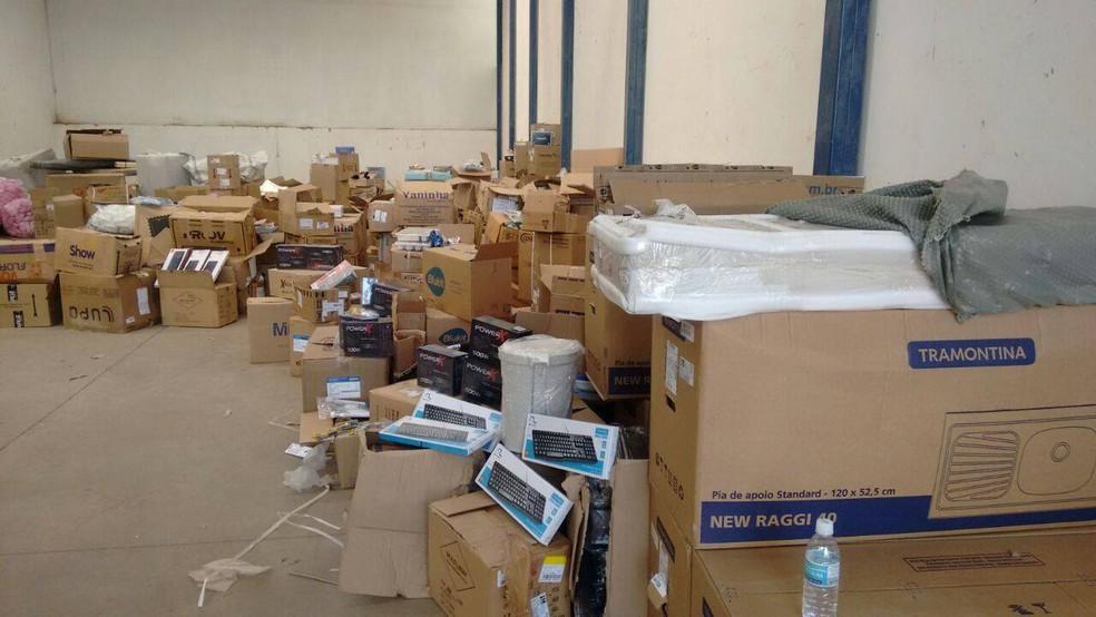 Materiais encontrados em galpão na cidade de Perdigão (Foto: Polícia Civil/Divulgação)