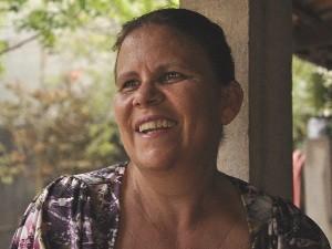 Divina Paula é funcionária do Cnen, mora em Abadia de Goiás e sofreu com o preconceito por causa do acidente com o césio-137, em Goiânia, Goiás (Foto: Adriano Zago/G1)
