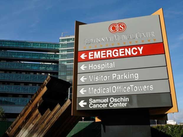 Entrada do Centro Médico Cedars-Sinai em Los Angeles, na Califórnia. (Foto: Benoit Tessier / Arquivo / Reuters)