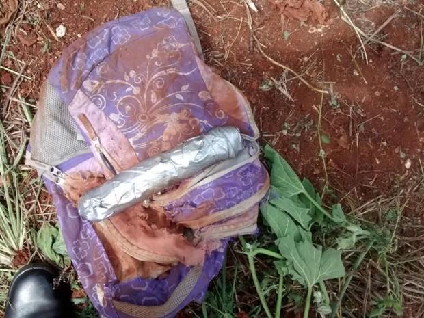 Dinamite estava enterrada no terreno em Barra Bonita (Foto: Divulgação)