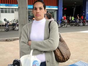 Adriana achou que a greve acabaria hoje e perdeu viagem (Foto: Eduardo Guidini/ G1)