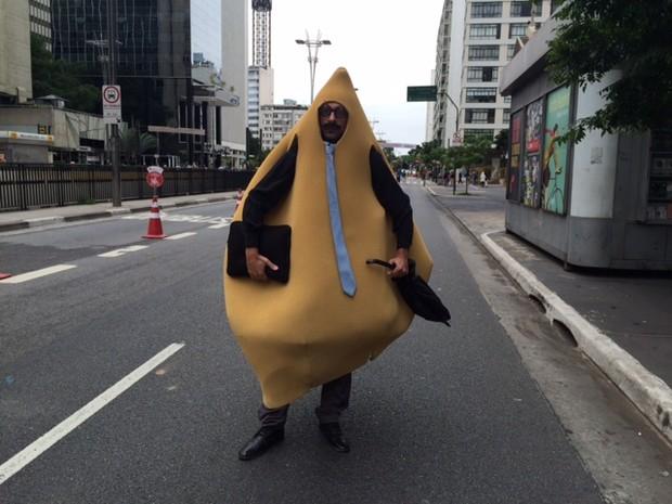 Arquiteto e ator se veste de senhor 'Coxinha'  (Foto: Carolina Dantas/G1)