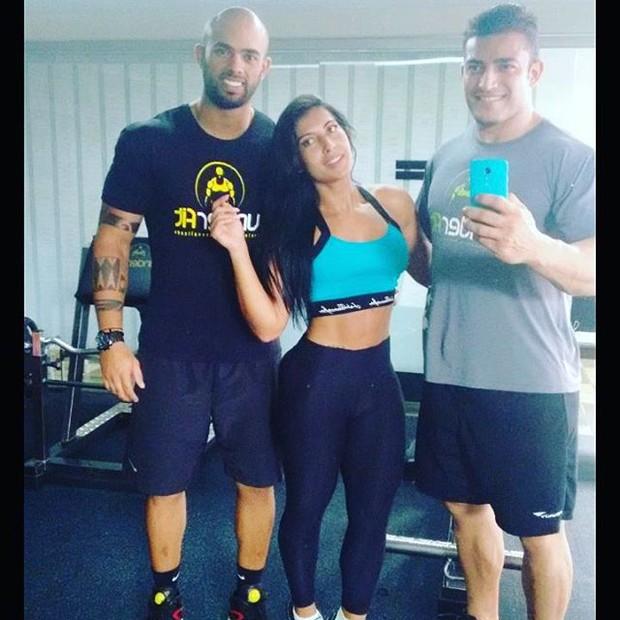 Priscila Pires está treinando pesado para ficar sarada (Foto: Instagram / Reprodução)