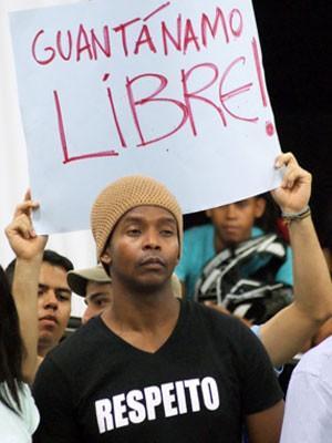 Yoani Sanchéz participa de debate em ginásio em Feira de Santana, na Bahia (Foto: Egi Santana/G1)
