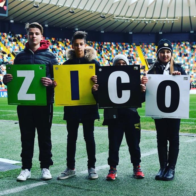 Homenagem a Zico antes de jogo do Udinese na Dacia Arena (Foto: Reprodução de Instagram)
