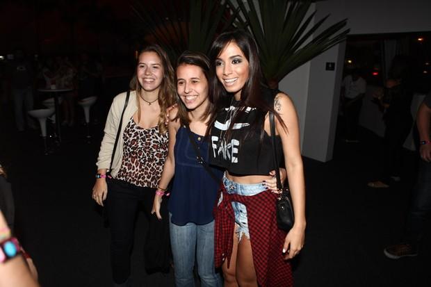 Anitta com fãs no Rock in Rio (Foto: Iwi Onodera/ EGO)