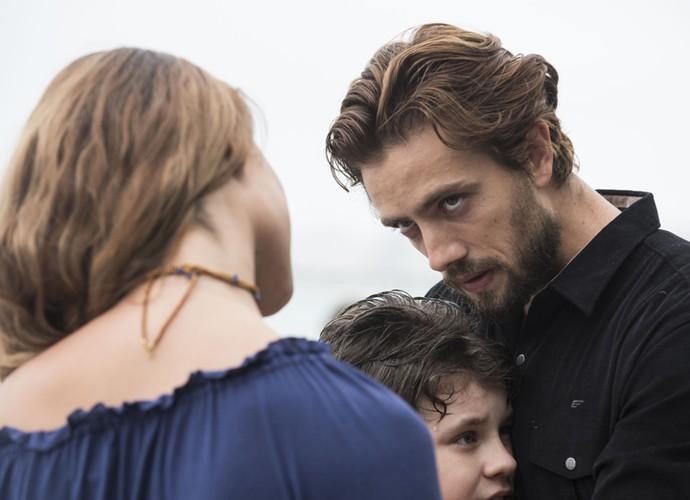 Felipe reecontra Melissa e Alex (Foto: Raphael Dias/Gshow)