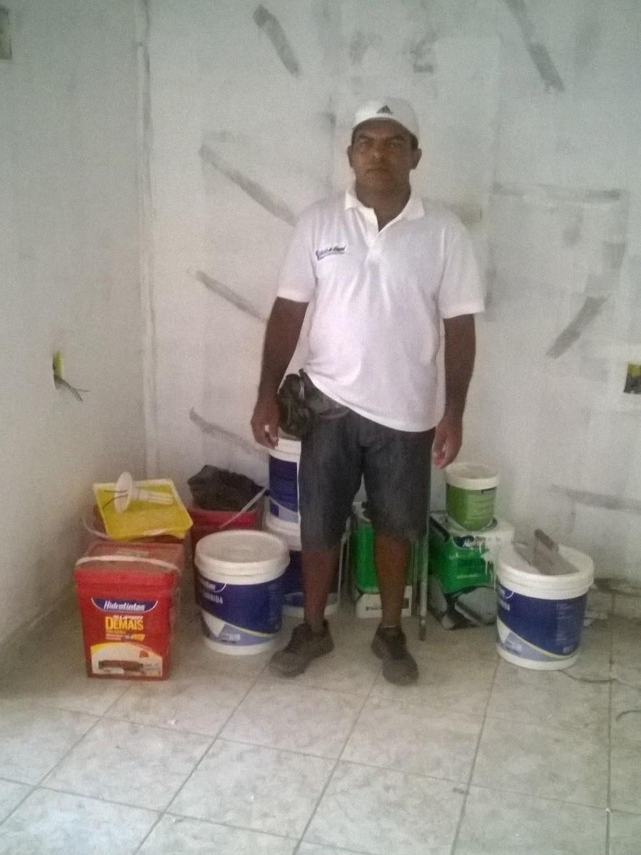 Edmilson Tavares trabalha há quase dois meses como marido de aluguel (Foto: Edmilson Tavares/ Arquivo Pessoal)