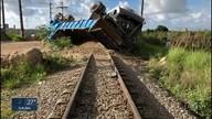 Acidente entre caminhão e VLT interdita estações no Grande Recife