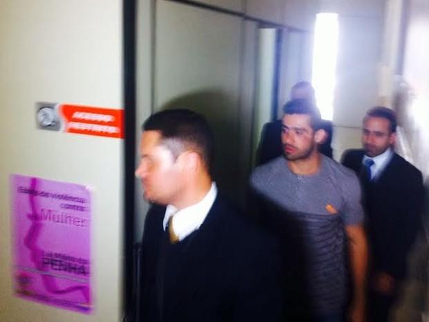 Yuri foi encaminhado a Casa de Custódia após mais de uma hora de depoimento (Foto: Fabiana De Mutiis/G1)