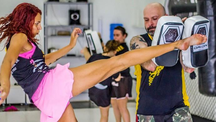 Michele se prepara para uma competição de MMA em junho, na França (Foto: Arquivo Pessoal/Michele Santana)