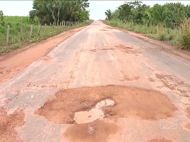 Motoristas também reclamam de danos materiais nos veículos (Foto: Reprodução/TV Mirante)