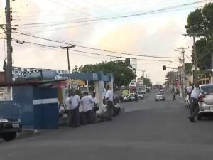 Ônibus não circulam pelas ruas e Salvador (Foto: Reprodução/TV Bahia)