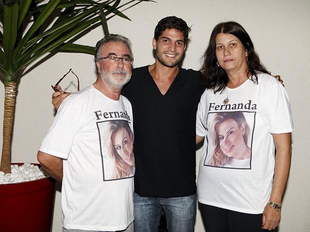 André com os pais de Fernanda (Foto: Marcos Serra Lima / EGO)