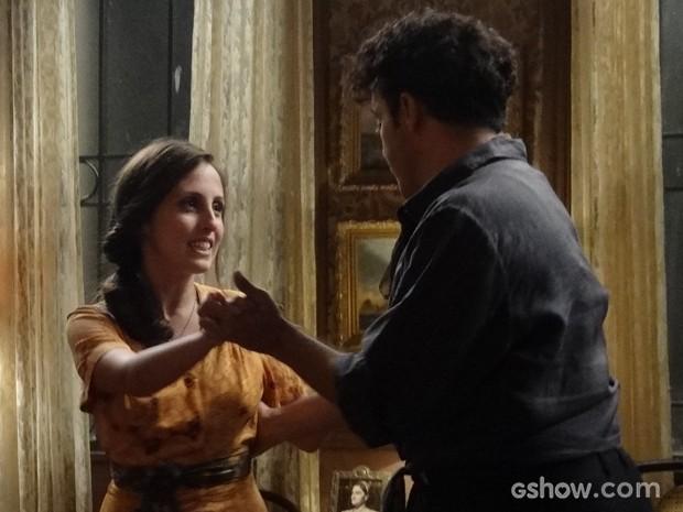 Clima de romance! Joel e Cléo dançam coladinhos (Foto: Joia Rara/TV Globo)