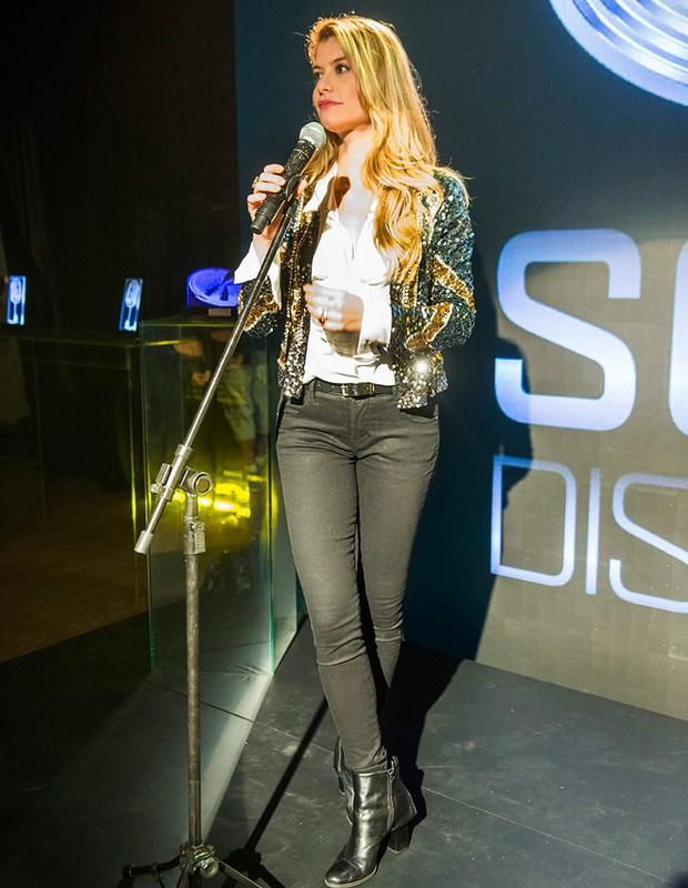 Rock Story brilho,calça skinny e bota de couro faz parte do figurino de Diana, Aline Moraes (Foto: Tv Globo / Reprodução)