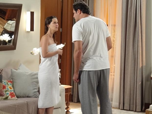 Marcos quer levar Laura para a cama, custe o que custar (Foto: Eduardo Wolff / Gshow)