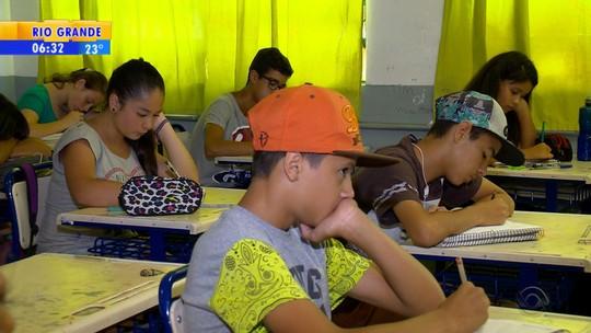 Mais de 10% das escolas estaduais seguem com aulas após greves no RS