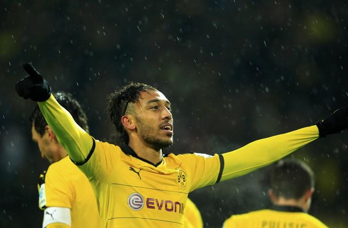 Aubameyang  celebra um dos gols pelo Borussia (Foto: REUTERS/Ina Fassbender)
