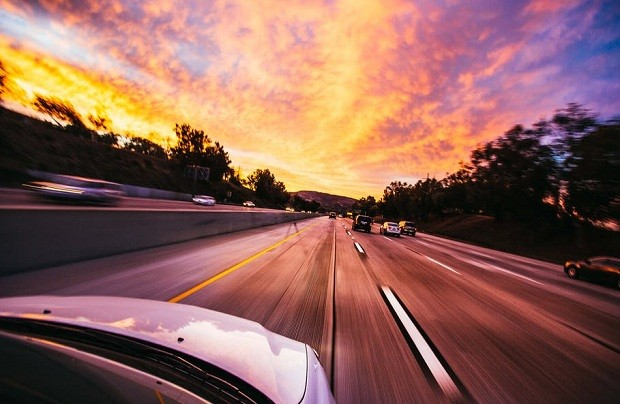 Carros - car - estrada - velocidade - automotivo - industria (Foto: Pexels)