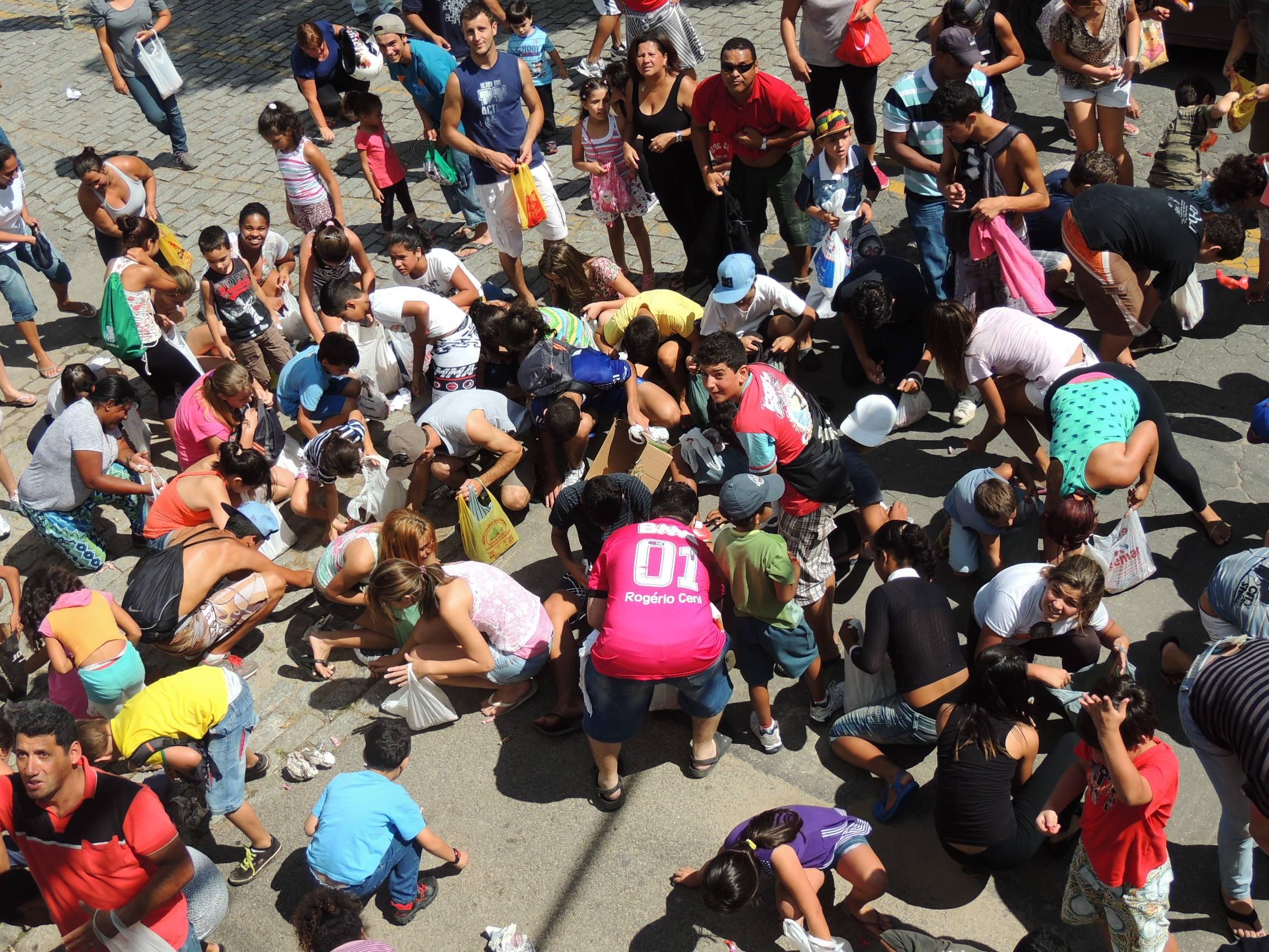 Organizadores estimaram cerca de 150 crianças. (Foto: Jenifer Carpani/G1)