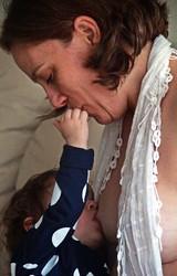 Lua de leite: pele a pele com o bebê (Foto: Caroline Crespo)
