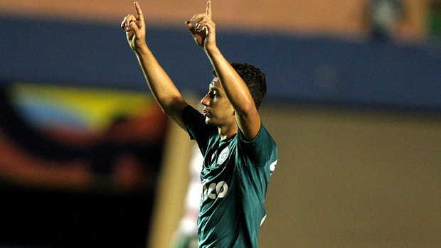Renan Oliveira goiás gol portuguesa série A (Foto: Carlos Costa / Futura Press)
